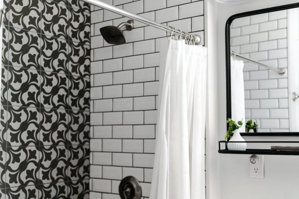 How to redecorate a bathroom quickly and cheaply, Zazzy Home