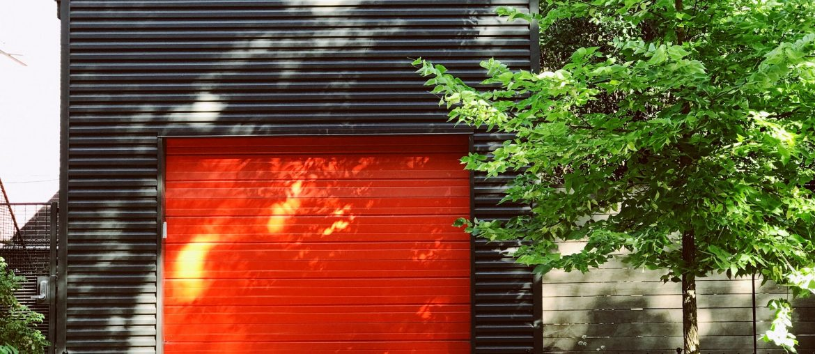 How to seal a leaky garage door, Zazzy Home