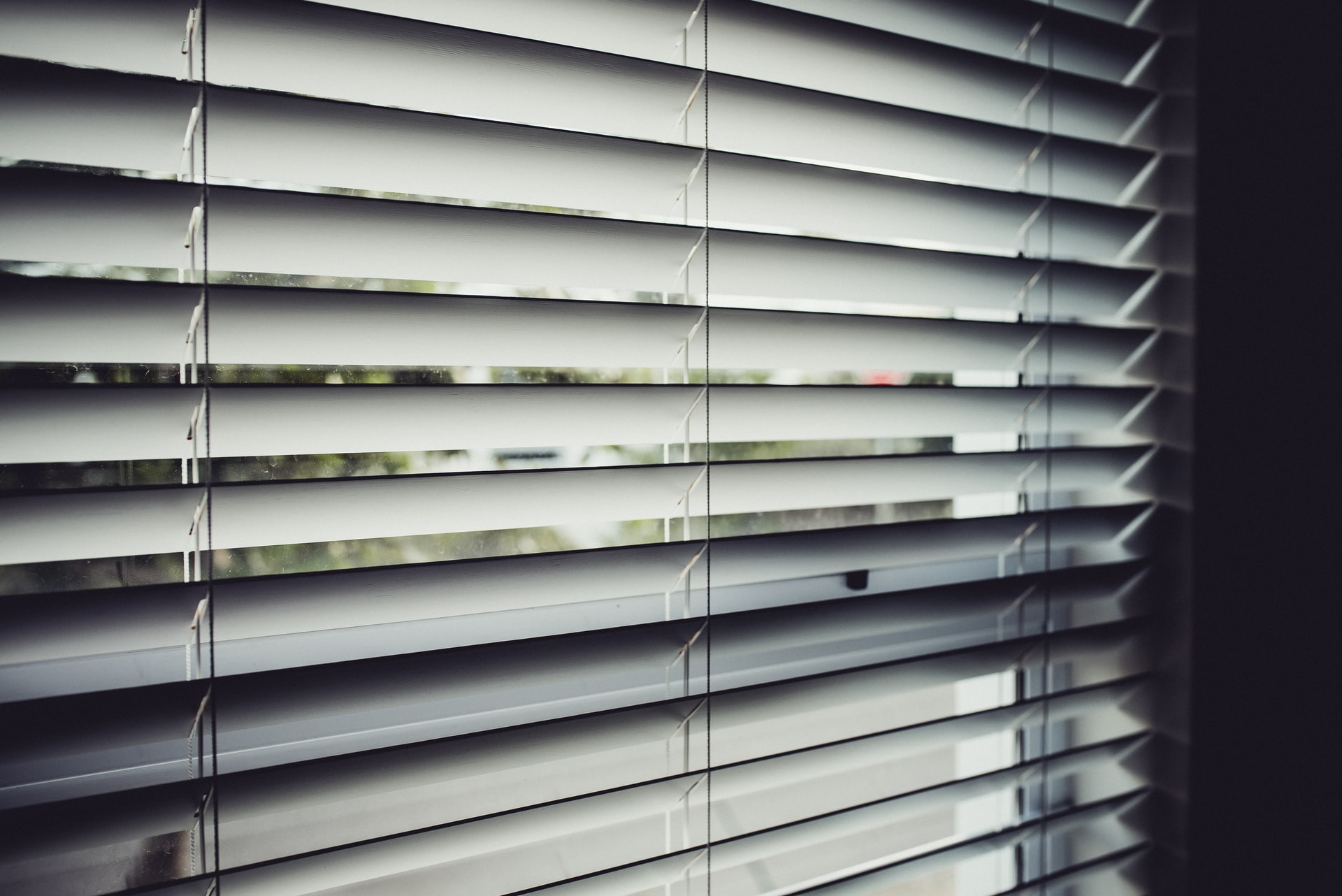 Choosing the best blinds for a bedroom, Zazzy Home