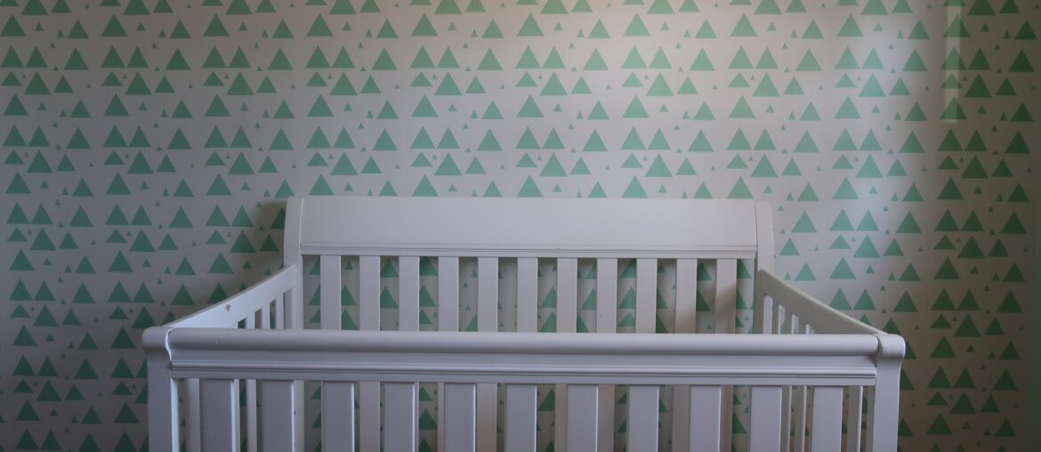 How to upcycle an old crib into something new, Zazzy Home