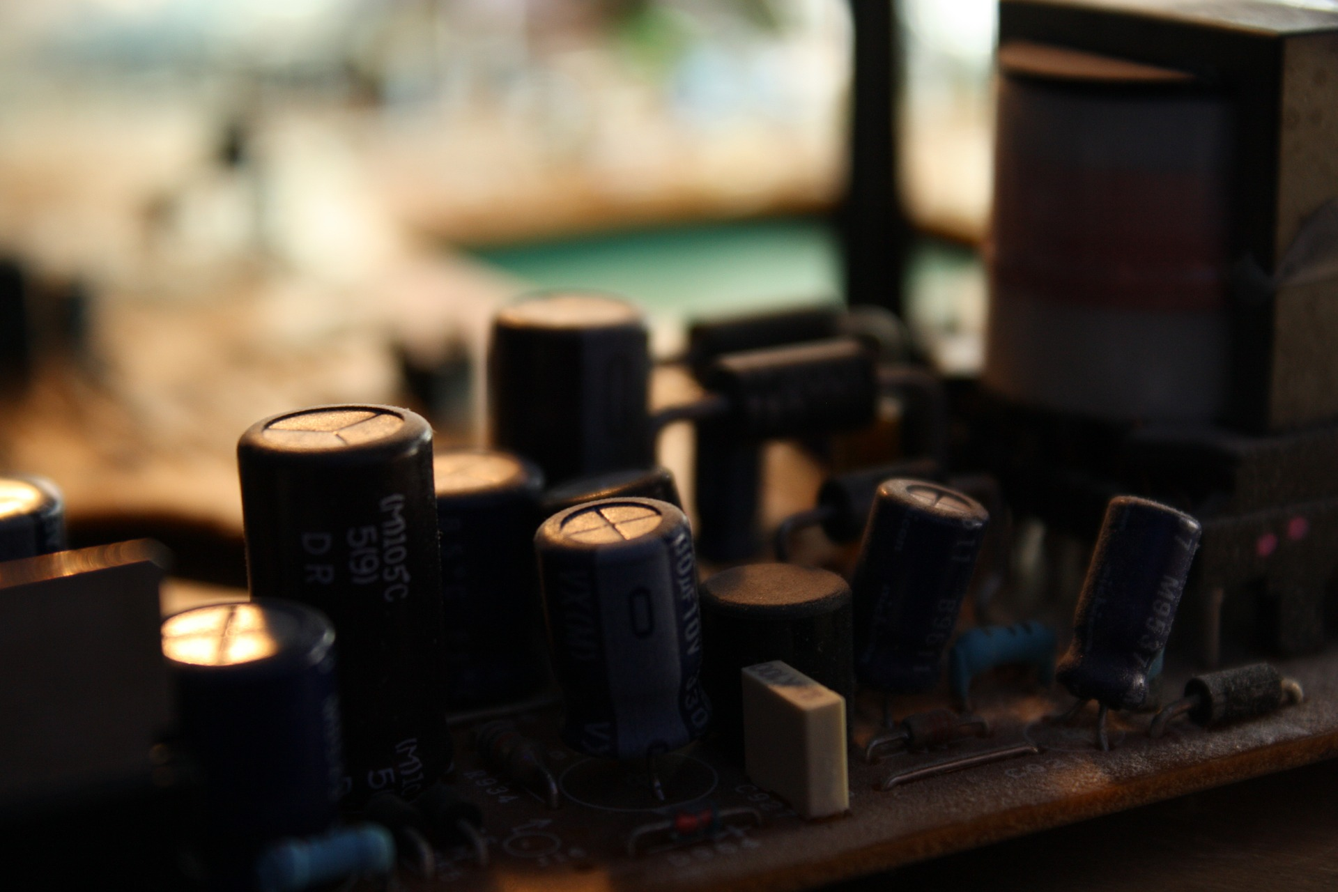 How do ceiling fan capacitors work?, Zazzy Home
